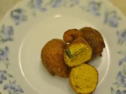 picture of Kolkata Special Fulori( Deep fried chickpea street snack)