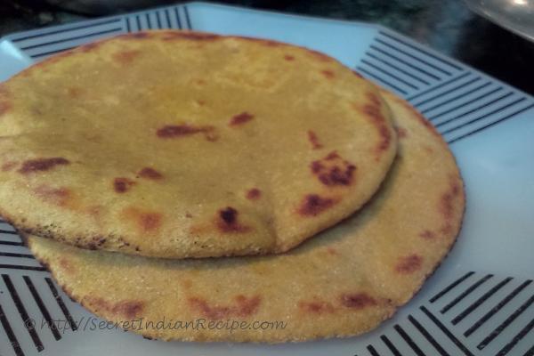 photo of makki / makke ki roti in uttar pradeshi style (indian flat bread made of maize flour)