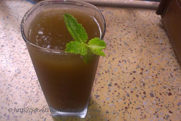 Saunf aur pudina ka sarbet (fennel and mint juice)