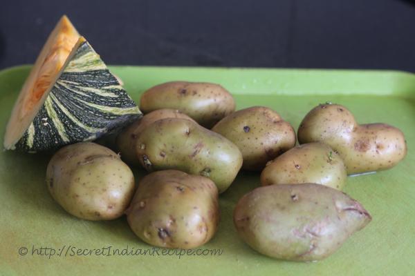photo of aloo aur kaddu ki sabzi (potatoes cooked with pumpkin)