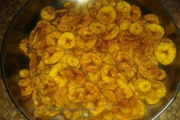Pachkkaya varuthathu /Kaya upperi (Raw Banana chips/Plantain chips)